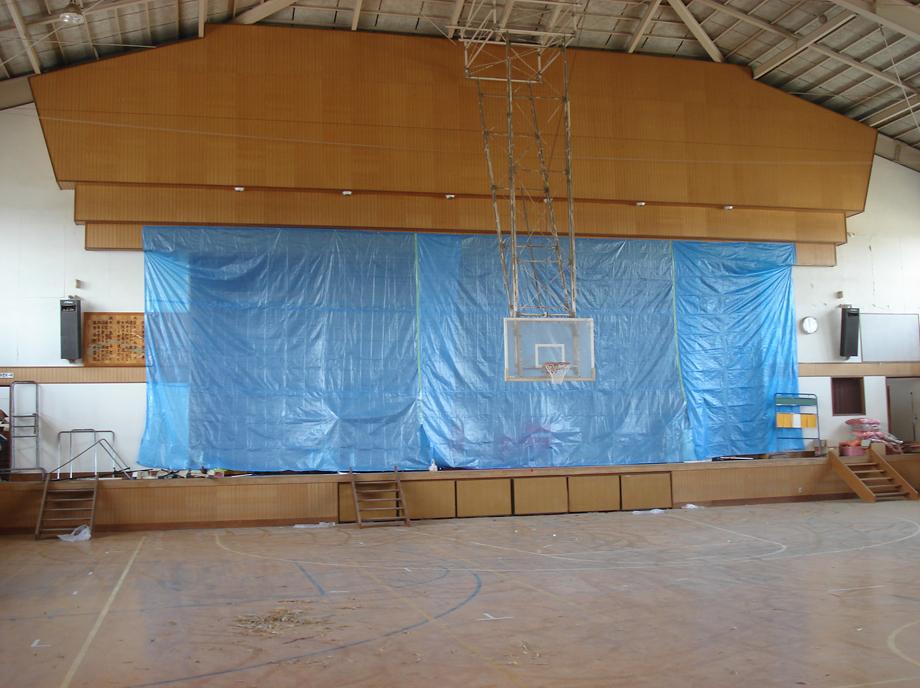 体育館補修工事施工前の写真